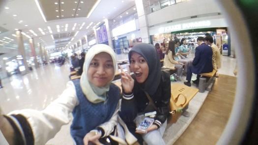 Selca (self camera) a.k.a selfie at Arrival Gate Incheon